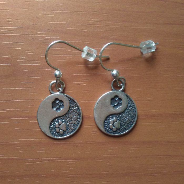 MM009 Yin Yang Dog Paw Print Dangle Earrings
