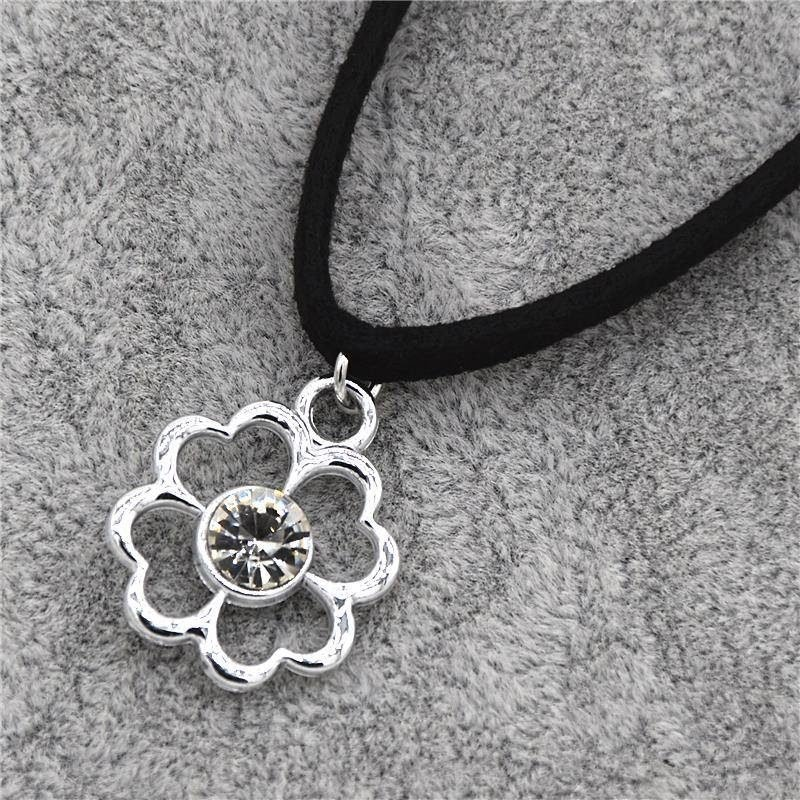 CN6109 Leather Choker With Cubic Zirconia Clover
